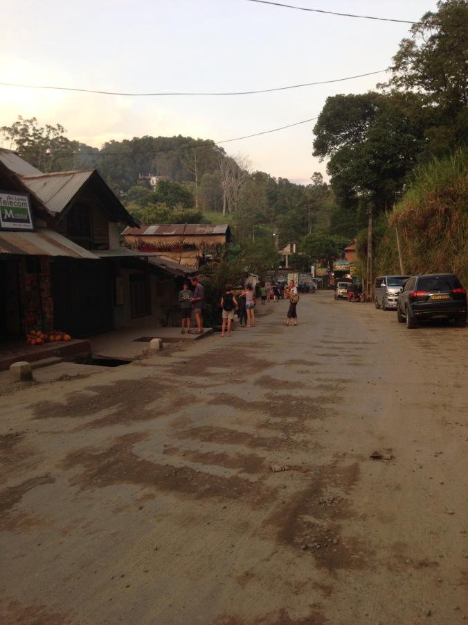 The dusty roads of Ella village